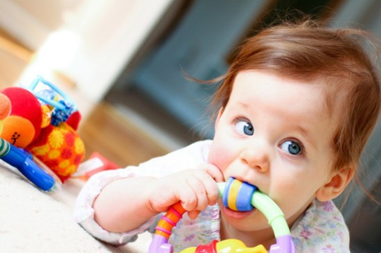 Trẻ bị nhiễm khuẩn từ thức ăn, đồ chơi, tay chân 1
