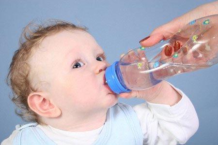 Trẻ mệt mỏi, người hốc hác vì bị mất nước 1