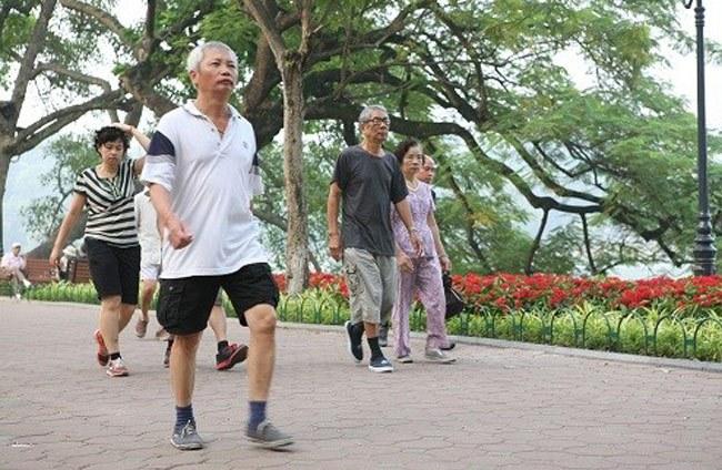 Người bệnh thoát vị đĩa đệm có nên đi bộ không? 1